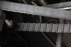 Transmission de ceinture dans une machine mécanique photographie stock