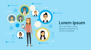 Transmission de messages d'Using Smart Phone de femme d'affaires avec le concept de mise en réseau d'affaires d'hommes d'affaires illustration de vecteur