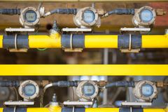 Transmissor do calibre da temperatura na plataforma remota da fonte do petróleo e gás para monitorar a temperatura dos gáss na tu fotos de stock