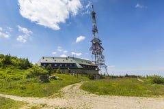 Transmiter sur la montagne de Skrzyczne dans Szczyrk, Pologne Photographie stock libre de droits