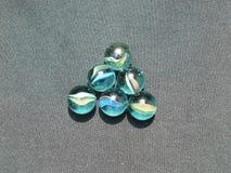 Transparant en gekleurd glasmarmer royalty-vrije stock foto