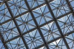 Transparant glasplafond in de moderne bureaubouw Royalty-vrije Stock Afbeeldingen