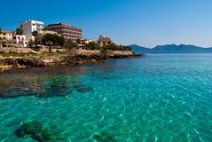 Transparant water en het strand van het overzees Majorca Royalty-vrije Stock Afbeelding