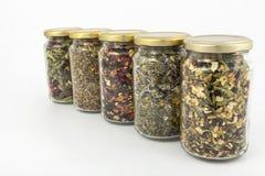Transparante glaskruiken van verschillende kruiden Royalty-vrije Stock Fotografie