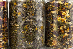 Transparante glaskruiken van verschillende kruiden Royalty-vrije Stock Foto
