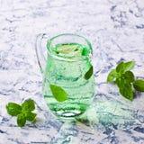 Transparante groene drank royalty-vrije stock foto's