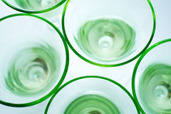Transparante groene glazen op wit Stock Fotografie