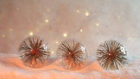 Transparante Kerstmis schittert ballen in oranje licht royalty-vrije stock afbeelding