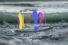 Transparante kubus van bedrijfsgrafieken op geldboot in oceaan Royalty-vrije Stock Foto's