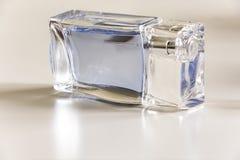 Transparente Flasche auf einem weißen Hintergrund Lizenzfreies Stockbild