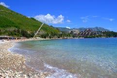 Transparenter adriatischer Meerwasserstrand Stockfotografie