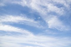 Transparenter blauer Himmel Stockfotos