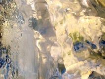 Transparentes Eis der Farbe Stockbild