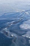 Transparentes Eis des gefrorenen Ozeans Stockbild