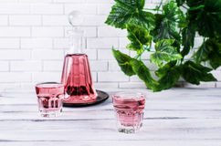 Transparentes rosa Getränk Stockfoto