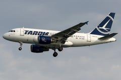 Transport aérien roumain de YR-ASB TAROM, Airbus A318 -100 Photos libres de droits