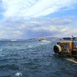 Transport d'or de l'eau du klaxon d'Istanbul Photos stock