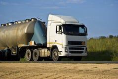 Transport de camion-citerne - remorquer lourd photographie stock libre de droits