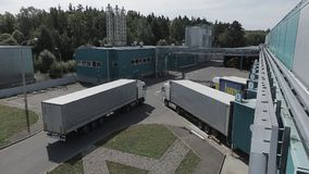 Transport de cargaison sur le secteur de chargement banque de vidéos