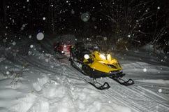 Transport de motoneige de gel d'hiver de neige Image stock