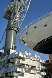 Transport de yacht au port photos stock