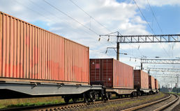 Transport der Ladungen durch Schiene lizenzfreie stockbilder