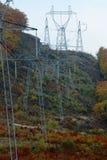Transport elektryczna energia przez drutów Fotografia Royalty Free