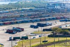 Transport för ekonomi för Railyard transportlast royaltyfria bilder