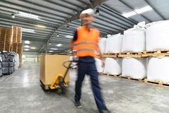 Transport i logistyki w magazynie spedycyjny agent - w Zdjęcie Stock
