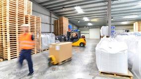 Transport i logistyki w magazynie spedycyjny agent - w Fotografia Stock