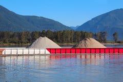 Transport industriel de péniche de rivière Image stock