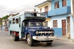 Transport local de budget cubain de passager Photos stock