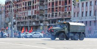 Transport militaire sur son chemin arrière après Victory Day Parade Image libre de droits