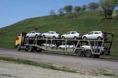 Transport neuf de véhicules Photos libres de droits
