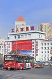 Transport publiczny na ludziach ` s kwadrata, Changchun, Chiny obraz stock