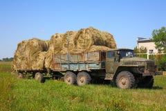 Transport siano w obszarach wiejskich zdjęcie royalty free