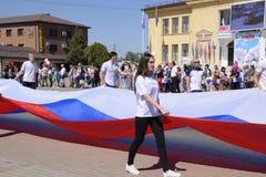 Transport solennel du drapeau de la Russie par secteur Célébration premier le mai, le jour du ressort et du travail Défilé de may image libre de droits