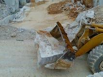 Transport von Blöcken des weißen Steins Lizenzfreie Stockbilder