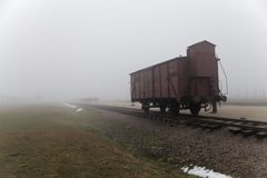 Transport-Zug zu Lager Auschwitz II Birkenau Concetration Güterwagen, zum von Leuten zum Vernichtungslager zu transportieren deut stockfoto