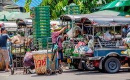 Transporta el vegetableat en el mercado de Pak Khlong Talat Imagen de archivo libre de regalías