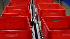 Transportador con las cajas vacías metrajes
