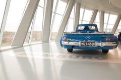 Transportador de alta velocidad del coche de competición de Mercedes-Benz imagen de archivo libre de regalías