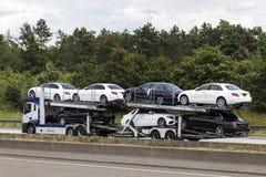 Transportador do carro na estrada Imagem de Stock