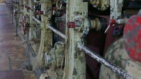 Transportador en un molino de papel viejo metrajes