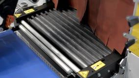 Transportador plateado de metal de mudanza metrajes