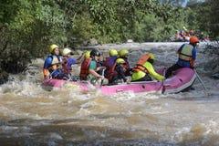 Transportando en balsa en el río Khek en Phitsanulok, Tailandia Fotografía de archivo