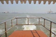 Transportando o barco Imagens de Stock Royalty Free