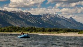 Transportar el río Snake en balsa en Wyoming Foto de archivo