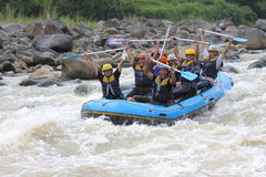 Transportar feliz no rio Indonésia do progo Fotos de Stock Royalty Free