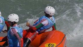 Transportar a los hombres Bulgaria del entrenamiento en balsa almacen de metraje de vídeo